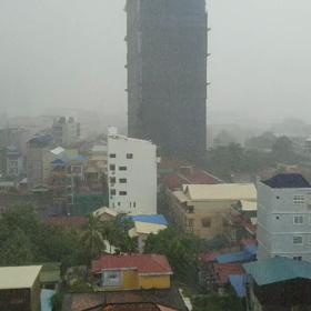 雨季突入でゲリラ豪雨で移動できないっての画像