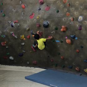 子連れボルダリング〜おやつと登りをうまく併用の画像