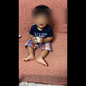 1歳2ヶ月ちゃんカスタネットを打つの画像