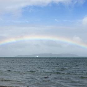 名蔵湾の虹の画像