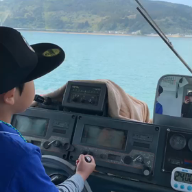 タンタンが船を操縦!?の画像