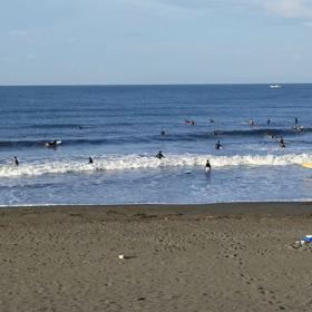 連休初日の波の画像