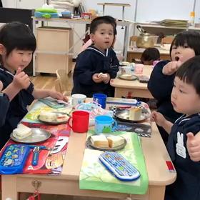 年少さん☆給食はじまりました^_^の画像