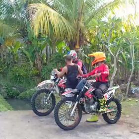 4日目はオフロードバイクでヘロヘロの画像