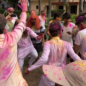 インド研修報告④ホーリー祭の画像